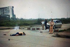 Vụ đâm chết người yêu ở Ninh Bình: CSGT đứng ngay tại hiện trường giải trình gì?