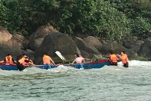Đồn Biên phòng cửa khẩu cảng Chân Mây cứu hộ ngư dân bị chìm thuyền