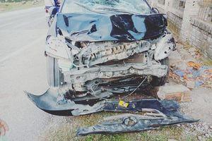 Va chạm ô tô 5 chỗ, 2 thanh niên đi xe máy tử vong