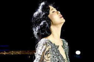 Showbiz 3/4: Phản ứng của Hồng Nhung khi chồng cũ tái hôn