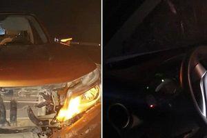 Bán tải Nissan Navara nát đầu, vỡ két nước nhưng túi khí 'bình an vô sự'