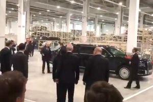 Tổng thống Putin đi siêu xe Aurus vào xưởng Mercedes