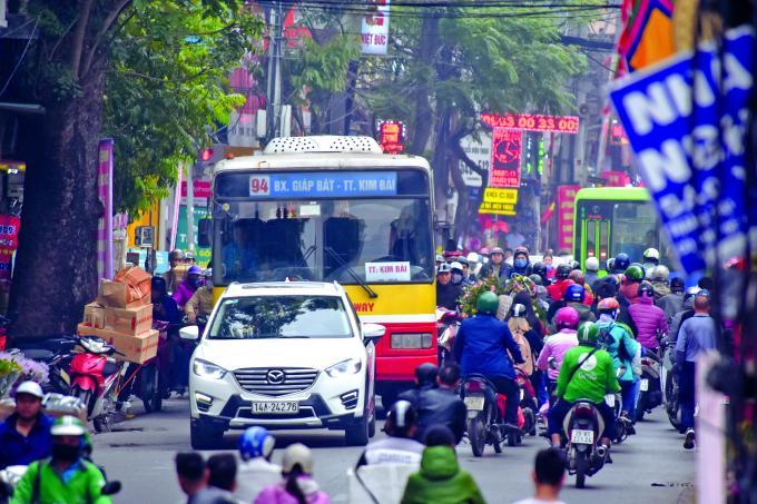 Nghịch lý xe buýt to - đường hẹp: Cần một cuộc 'đại phẫu' thực chất