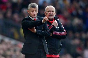 CĐV Man Utd không tiếc lời chê HLV Solskjaer sau trận thua Wolves
