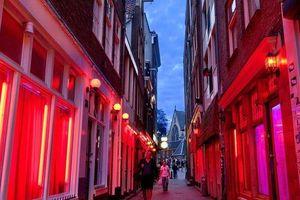 Hà Lan cấm du khách tới phố đèn đỏ