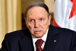 Tổng thống Algeria tuyên bố từ chức