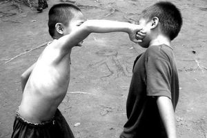 Gia đình ảnh hưởng lớn đến khuynh hướng bạo lực của trẻ