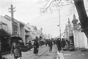 Bộ ảnh cực quý hiếm về đường phố Hà Nội năm 1896