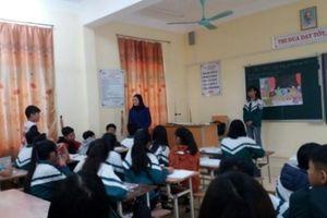 Hưng Yên cho thôi việc giáo viên phạt học sinh ăn thạch dừa trong nhà vệ sinh