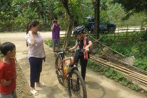 Chiếc xe không phanh của cậu bé đạp 100km xuống Hà Nội đấu giá được 103 triệu