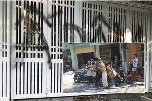 Nhiều người kéo đến nhà ông Linh chụp ảnh, xịt sơn ném chất bẩn, chủ tịch UBND phường: Sẽ theo dõi và xử lý những người cố tình quấy rối