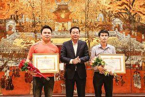 Hà Nội khen thưởng phóng viên cùng nhân dân bắt cướp