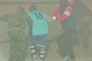 Cầu thủ người Ý dàn cảnh bị khủng bố, bắt cóc trong ngày giải nghệ