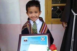Mang gà đi cấp cứu, bé trai 6 tuổi được nhận bằng khen
