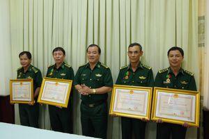Cán bộ BĐBP Tây Ninh đón nhận Huân chương Bảo vệ Tổ quốc hạng Ba