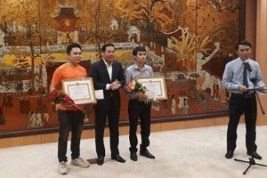Hà Nội tặng Bằng khen cho 3 người dân dũng cảm bắt cướp