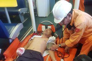 Gặp nạn khi hành nghề, thuyền trưởng mất máu bất tỉnh giữa biển