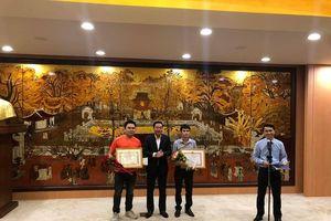 Khen thưởng 'nóng' nam phóng viên dũng cảm bắt cướp