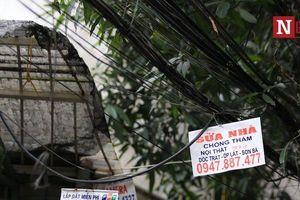 Hà Nội: Mạng lưới điện, cáp quang nặng trĩu, chằng chịt như ma trận
