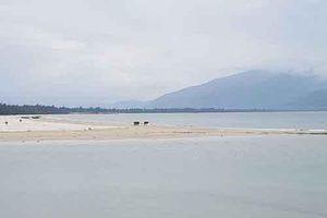 Thừa Thiên Huế: Nam thanh niên nghi giao cấu với bé gái 14 tuổi ở bãi biển