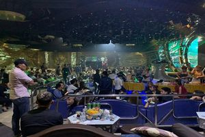 Đột kích quán bar 86 ở Sài Gòn, hàng trăm dân chơi vứt ma túy tháo chạy
