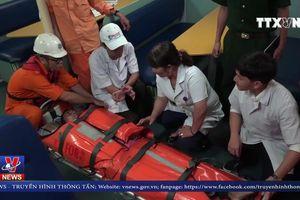 Cứu ngư dân bị tai nạn trên biển