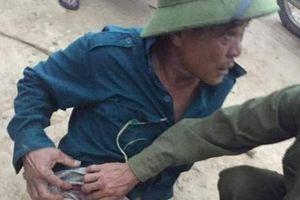 Hà Tĩnh: Người đàn ông bị nhóm lạ mặt bắn 3 viên đạn vào đùi khi vừa ra khỏi rừng