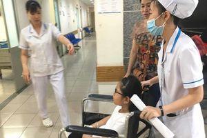 Hơn 60 học sinh nhập viện sau bữa ăn trưa với bò lagu, bánh mì