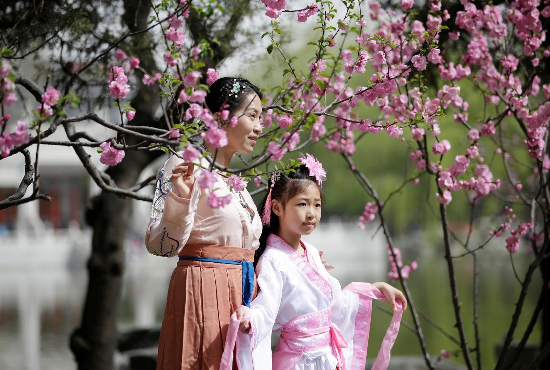 Cảnh tượng như 'phim cổ trang' tại Trung Quốc vào tiết Thanh Minh