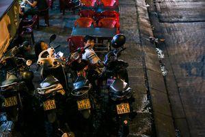 Nhiều hàng quán lại bát nháo lấn chiếm vỉa hè khu trung tâm Sài Gòn