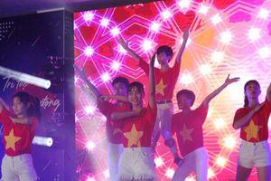 'Bữa tiệc' âm nhạc, ánh sáng của học sinh THPT Cần Thơ