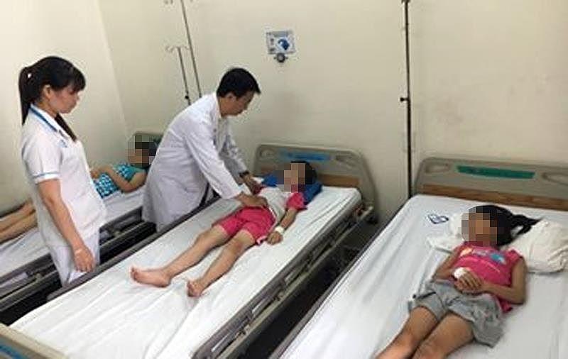 Nhiều học sinh Trường tiểu học Nguyễn Thị Định nhập viện, nghi bị ngộ độc