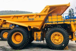 'Vua xe mỏ' Belaz 75131: Bình dầu 2.000 lít, mạnh 1600 mã lực, giá 'chỉ' 37 tỷ đồng