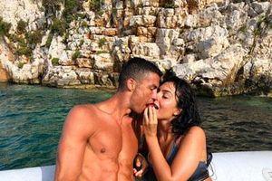 Bạn gái bật mí chuyện 'tình yêu sét đánh' với C.Ronaldo