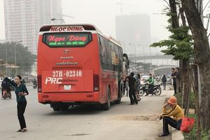 Xe khách 'quá cảnh' qua Hà Nội được bật 'đèn xanh' và có 'bảo kê'?