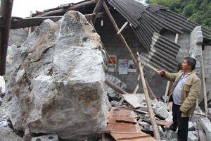 Cao Bằng: 1 người bị thương nặng do tảng đá lớn lăn sập nhà