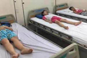 TP. Hồ Chí Minh: 61 học sinh tiểu học nhập viện sau bữa ăn trưa