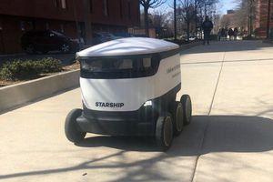 Người máy giao thức ăn cho sinh viên đại học Mỹ mở rộng hoạt động