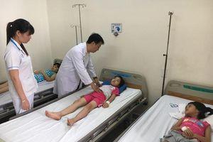 76 học sinh nhập viện nghi ngộ độc thực phẩm