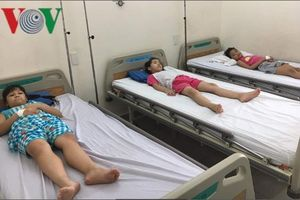 61 học sinh tiểu học ở TP HCM nhập viện sau bữa ăn trưa