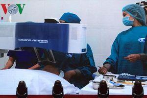 Ca mổ vài chục giây giúp bệnh nhân cận thị, loạn thị phục hồi thị lực