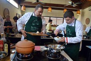 10 đầu bếp lừng danh thế giới tranh tài tại 'Thách thức cao lầu'