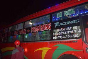 Triệu tập 3 thiếu niên ném đá xe khách trên đường Hồ Chí Minh