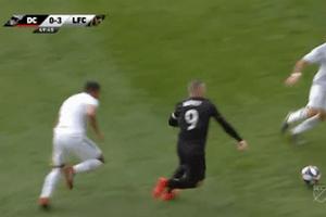 Phạm lỗi thô bạo, Rooney lần đầu nhận thẻ đỏ sau gần 5 năm