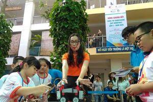Hơn 600 thí sinh sôi nổi tranh tài tại chung kết Cúp ROBOTVIET