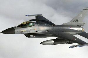 Chiến đấu cơ F-16 của Hà Lan tự nã pháo trúng thân