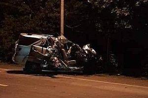 Xe 7 chỗ tông trực diện xe tải, 5 người thương vong