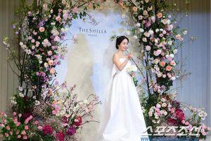 Đám cưới Lee Jung Hyun: Lần đầu xuất hiện sau tin hẹn hò, Son Ye Jin đọ sắc với Seohyun và vợ Jang Dong Gun