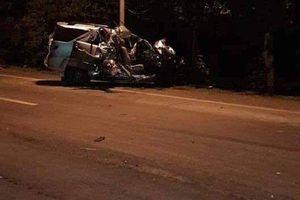 Xe tải đâm xe 7 chỗ trực diện, ít nhất 3 người đã thiệt mạng