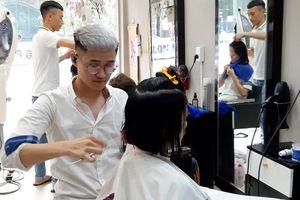 'Tiệm tóc đặc biệt' và nghị lực của chàng trai khiếm thính 9x